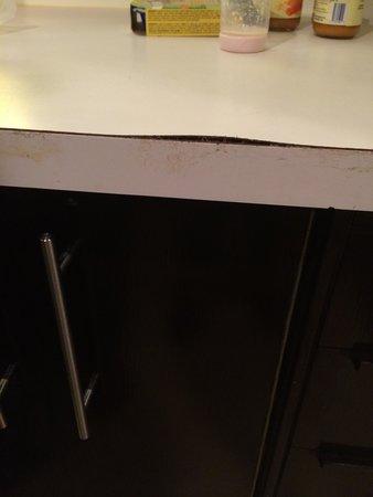 Hotel Le Cantlie Suites: Kitchen needs maintenance!!