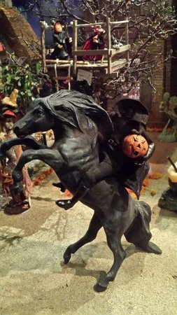 The Mini Time Machine Museum of Miniatures: Headless Horseman