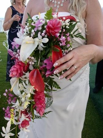Bougainvillea Beach Resort: Wedding flowers supplied by the hotel