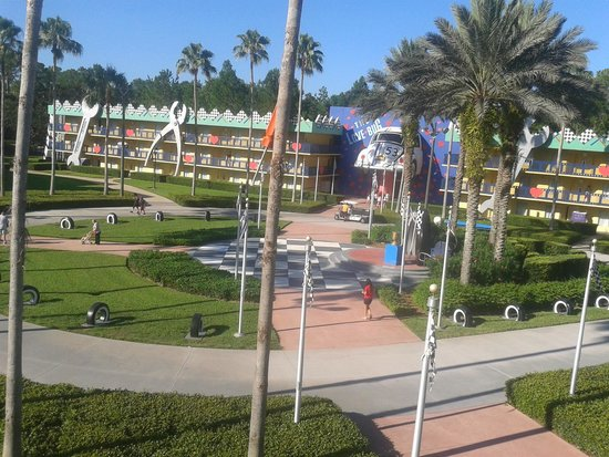 Disney's All-Star Movies Resort: Vista a partir do Disney's All-Star Movies Love Bug