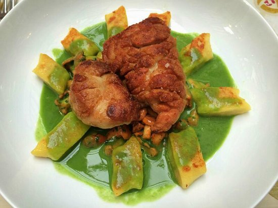 Les Climats : Ris (Sweetbreads) with Gnocchi and Girolles