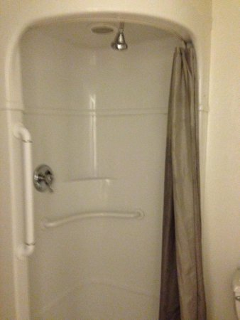 Motel 6 Jackson : The shower head is on the front. Interesting!