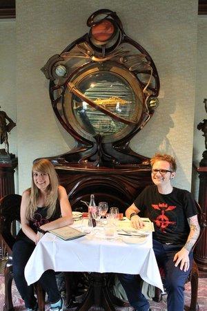 Walt's - an American Restaurant : Discoveryland Room