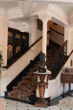 Walt's - an American Restaurant : Lobby