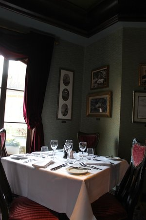 Walt's - an American Restaurant : Discoveryland Room