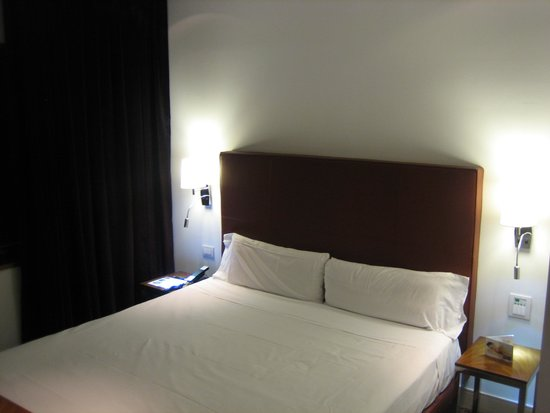 UR Palacio Avenida: cama