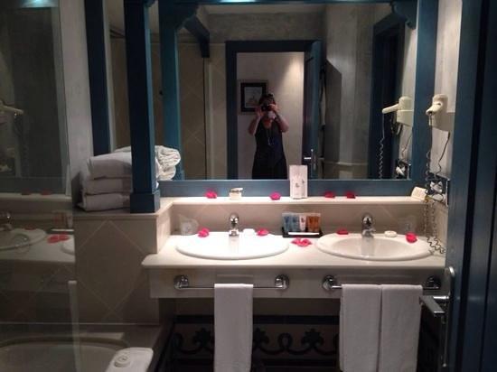 Hotel THe Volcan Lanzarote: salle de bain