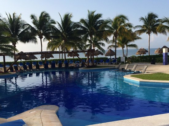 BlueBay Grand Esmeralda: Main pool