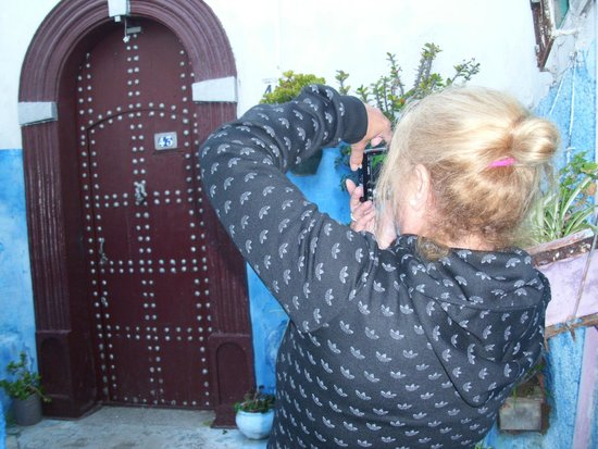Rabat Old Town : se van a encontrara con muchisimas puertitas diferentes y echas a mano...