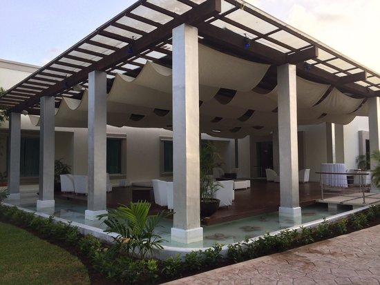 BlueBay Grand Esmeralda: Lounge