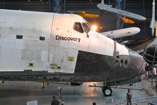 Smithsonian National Air and Space Museum Steven F. Udvar-Hazy Center: Shuttle Discovery