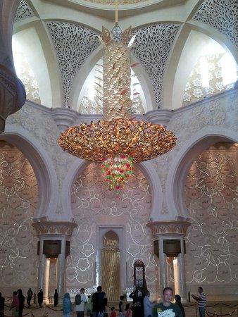 Mosquée Cheikh Zayed : MEZQUITA ABU DHABI-LAMPARA DE SWAROVSKI