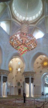 Mosquée Cheikh Zayed : MEZQUITA ABU DHABI-LAMPARA DE SWAROVSKI GRANDE