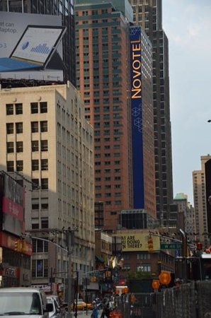 Novotel New York Times Square : view from Broadway