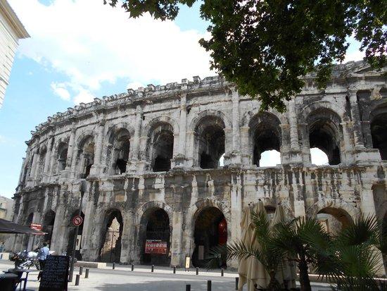 Arènes de Nîmes : Arenes de Nimes is a well maintained  Roman structure.