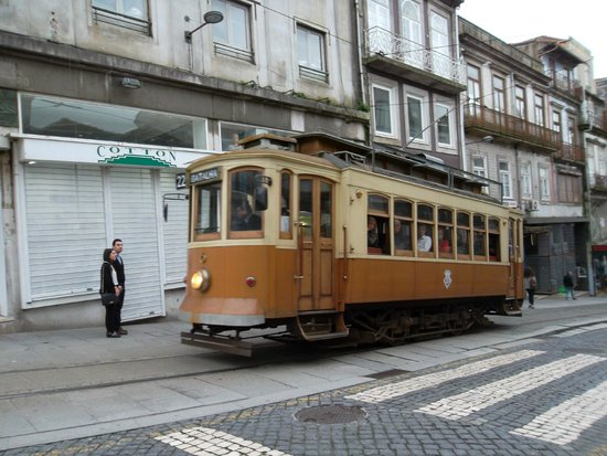 tramway picture of moov hotel porto centro porto tripadvisor. Black Bedroom Furniture Sets. Home Design Ideas