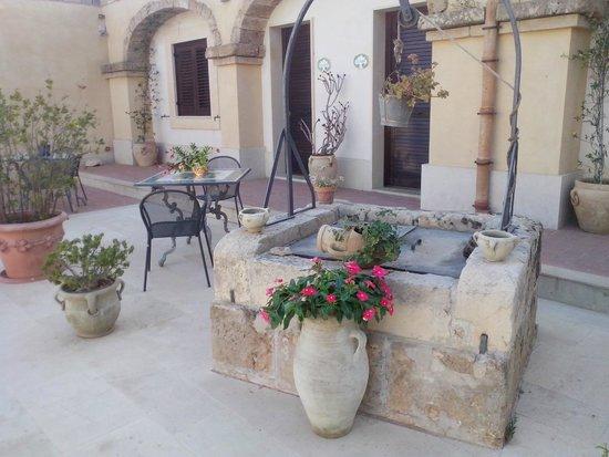 Hotel La Corte del Sole: Il cortile