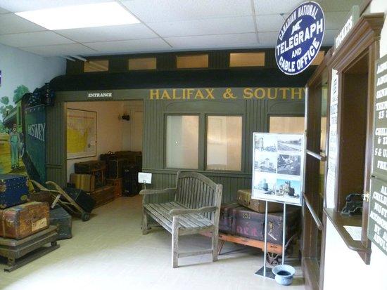 Halifax & Southwestern Railway Museum: Platform