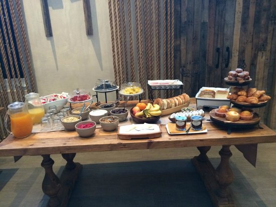 Olive Boutique Hotel: Breakfast spread