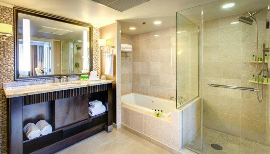 InterContinental New Orleans: Suite Bathroom