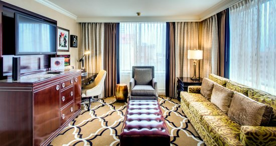 InterContinental New Orleans: Suite Living Area