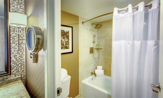 InterContinental New Orleans: Guestbath with Tub
