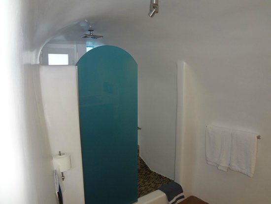 Art Maisons Luxury Santorini Hotels Aspaki & Oia Castle: Great shower