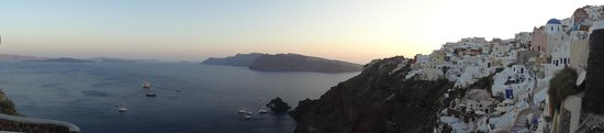 Art Maisons Luxury Santorini Hotels Aspaki & Oia Castle: This is why you pay the big bucks for