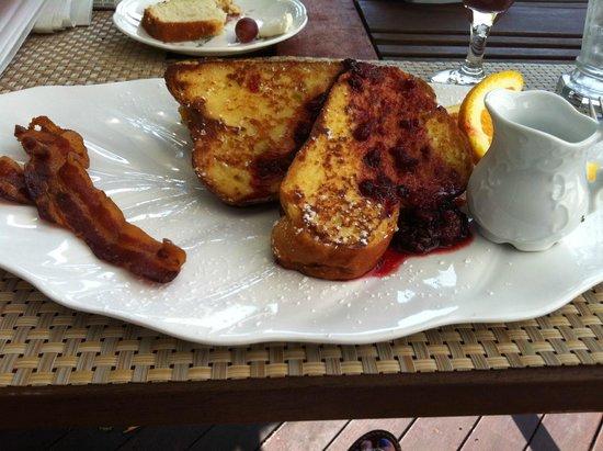 Brewster By The Sea: Delicious French Toast with Fresh Fruit Copote