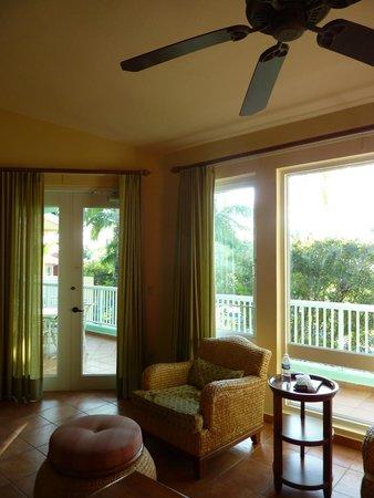 Las Casitas Village, A Waldorf Astoria Resort: A spacious and comfortable living room