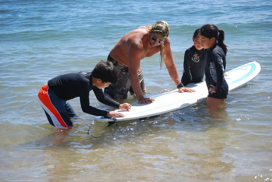 Maui Surf Clinics : Quick lesson on waxing the boards