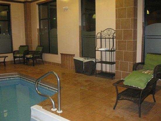 Quality Inn & Suites Levis: pool area