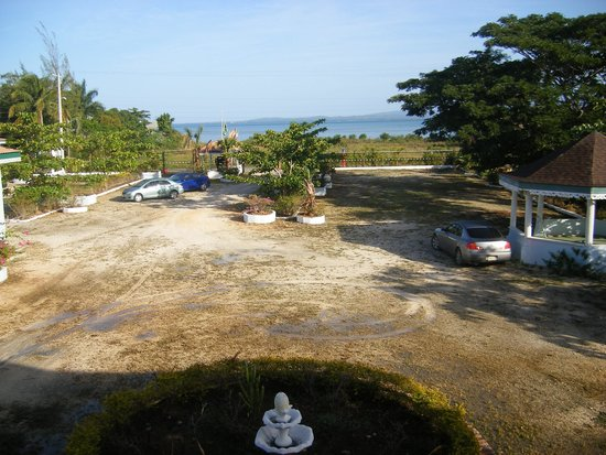 Idlers' Rest Beach Hotel: Overlooking the property