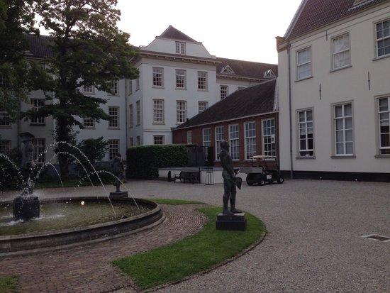 Grand Hotel Karel V Utrecht: Behind de main building looking from garden