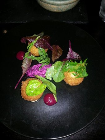 Harry's Bar and Restaurant: Mackerel fish cakes with beetroot