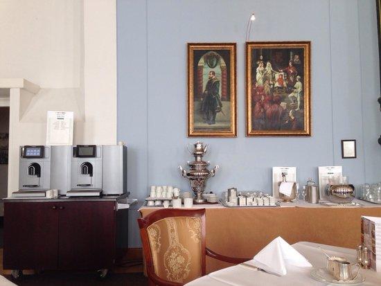 Grand Hotel Karel V Utrecht: Breakfast room part 1