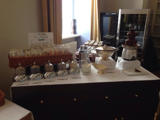 Grand Hotel Karel V Utrecht: Breakfast room part 3