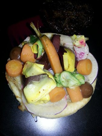 Harry's Bar and Restaurant: Vegetable tart - veggies sourced from their own garden!