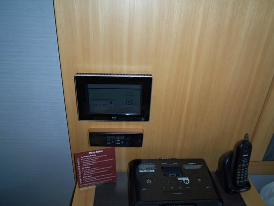 Club Quarters Hotel, World Trade Center: Touch screen temp control