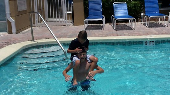 Hilton Garden Inn St. Augustine Beach: Brothers wrestling in the pool, having a good time.