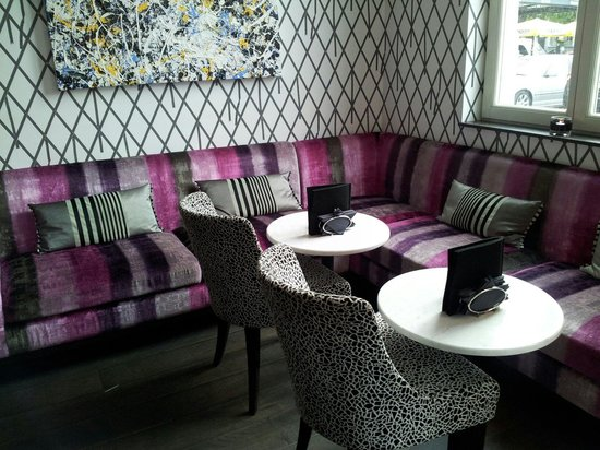 Sandton Hotel Pillows Brussels : Ingresso lato bar