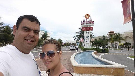 La Isla Shopping Village : desde afuera