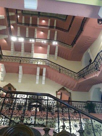 The Taj Mahal Palace: Escaleras