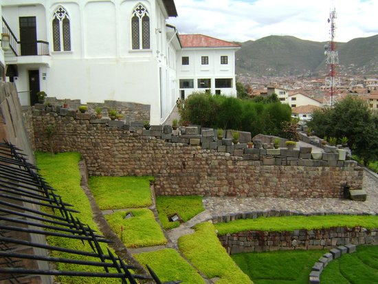 Convento de Santo Domingo: vista  del muro antiguo, que linda con los vecinos