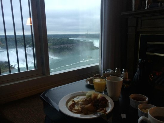 Sheraton on the Falls: breakfast in the room