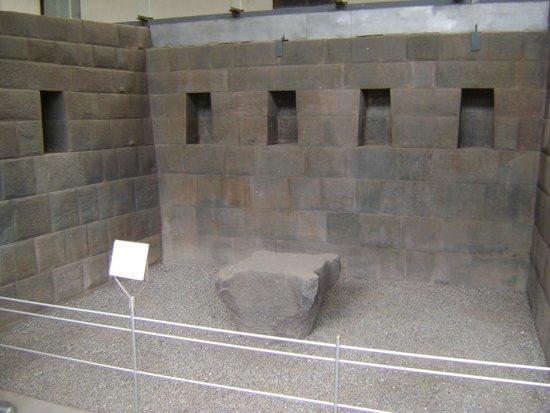 Convento de Santo Domingo: altar para los sacrificios humanos incas