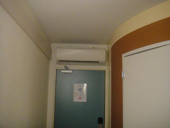 Ibis London Wembley: Inside the room