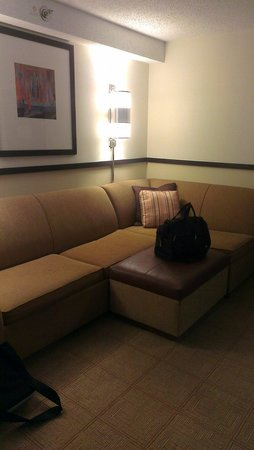 Hyatt Place Nashville/Opryland : Living room/sitting area.  Sectional makes a queen bed too.  Was comfy.  Room 427