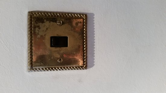 Ascot Hotel: Worn light switches