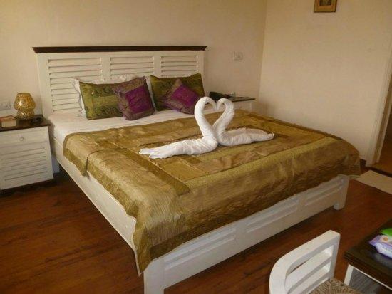 Hotel Glitz: Great turndown service :) ''Executive Suite''